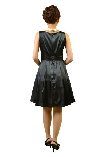 ブラック光沢プリーツドレス