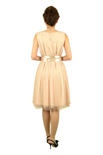 柔らかピンクベージュドレス