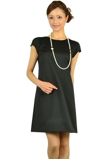 バックデザインブラックドレス