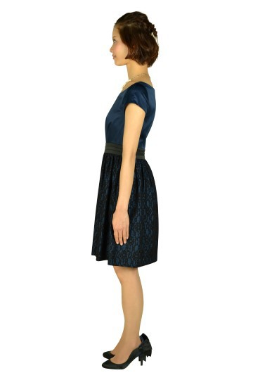 ミニ袖ネイビーレースドレス