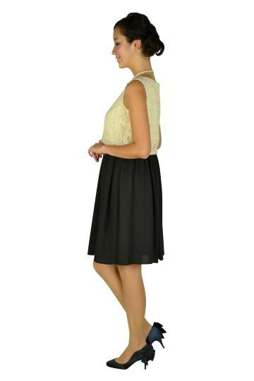 アイボリーレース×ブラックドレス