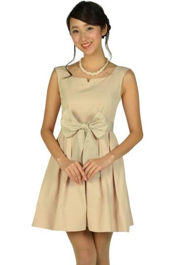 ハートシェイプドネックピンクドレス