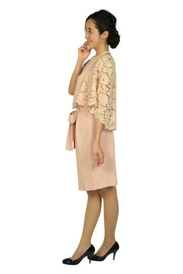 レースケープ付きピンクベージュドレス