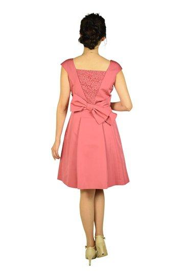 華やかビジュ濃ピンクドレス
