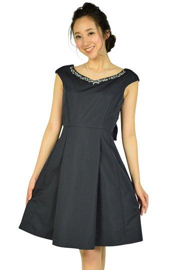 華やかビジュネイビードレス