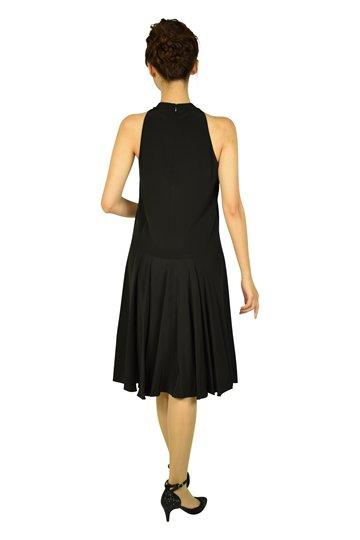 ホルターネックブラックドレス